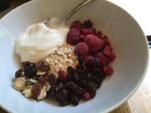 Porridge-Oats-Frozen-Berries-raisins-Crunchy-breakfast-topper-Greek-Yoghurt