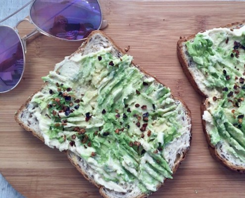 healthy-lunch-recipe-avocado-houmous-toast.jpg
