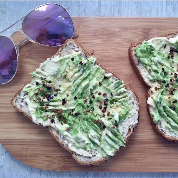 healthy-lunch-recipe-avocado-houmous-toast.jpg